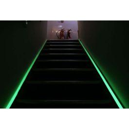 Cinta fotoluminiscente para señalizar rutas de evacuación